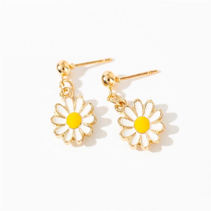 Women Small Daisy Earrings White Yellow Flower Earrings Bohemian Simple Fashion Elegant Female Exaggerated Personality Earrings