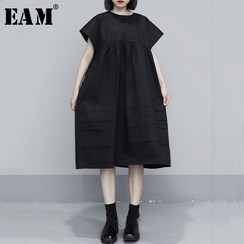 [EAM] Women Black Pleated Split Temperament Dress New Round Neck Short Sleeve Loose Fit Fashion Tide Spring Summer 2020 1S400