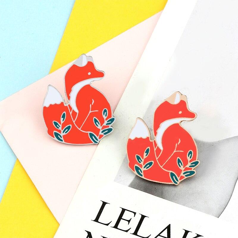 Heißer Verkauf Tier Broschen Nette Red Fox in Gras Abzeichen Emaille Pin Denim Hemd Tasche Cartoon Revers Pins Schmuck Geschenk für Kinder Freunde