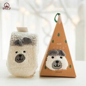 Image 4 - Sevimli hayvan tasarımı geyik noel çorap hediye 3D kabarık mercan kadife kalın sıcak kış çorap kadınlar için yeni yıl hediye Sox ile kutusu
