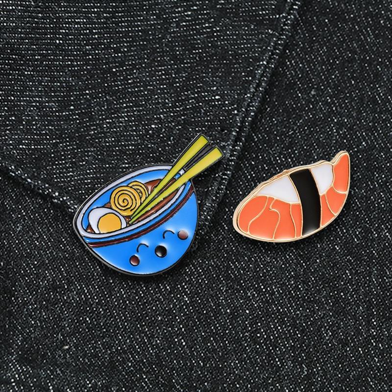 Styl japoński Cartoon Ramen broszki śliczny uśmiech miska makaron łosoś żywności emalia Pin koszula dżinsowa kołnierz plakietka na klapę biżuteria