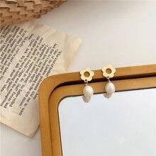 AOMU-pendientes de Metal geométricos para mujer y niña, joyería Vintage romántica, flor de hueco de oro, Perla Natural, empalme Simple