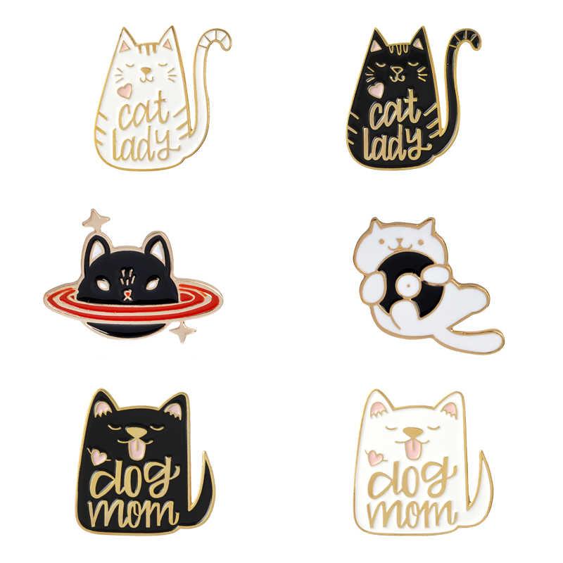 Carino nero bianco del cane del gatto della signora pins spille regalo dei monili Delle Donne Scuro cat planet dello smalto pin Abbraccio CD gatto Risvolto pin badge borsa Camicia