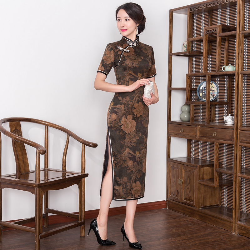 2019 Real Quinceanera Retro Xiangyunshan Silk Cheongsam, The Middle Sleeve Length Is Improved, Body Slim, Cheongsam Skirt Heavy