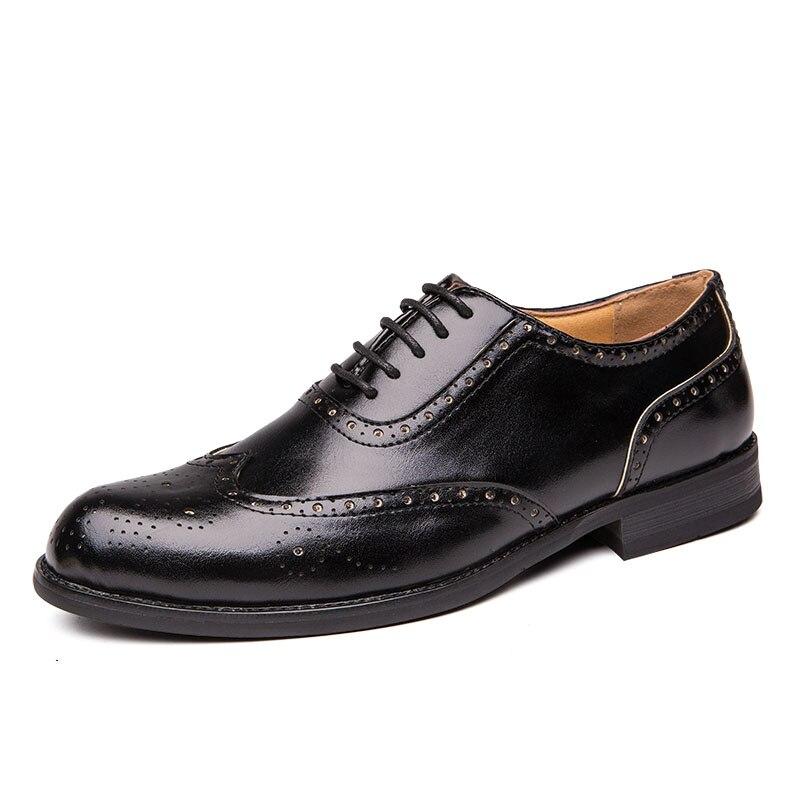 Image 2 - 2020 Men Dress Shoes Gentleman Bullock Paty Leather Wedding Shoes Men Flats Leather Oxfords Formal ShoesFormal Shoes   -