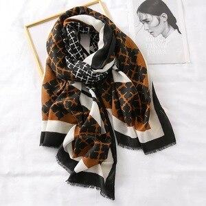 Image 4 - Luksusowa marka zimowy szalik, lampart szalik kobiety, miękkie pashminy, szale i chusty, Sjaal muzułmański hidżab, nadruk zwierzęta lampardo, peleryna 4.