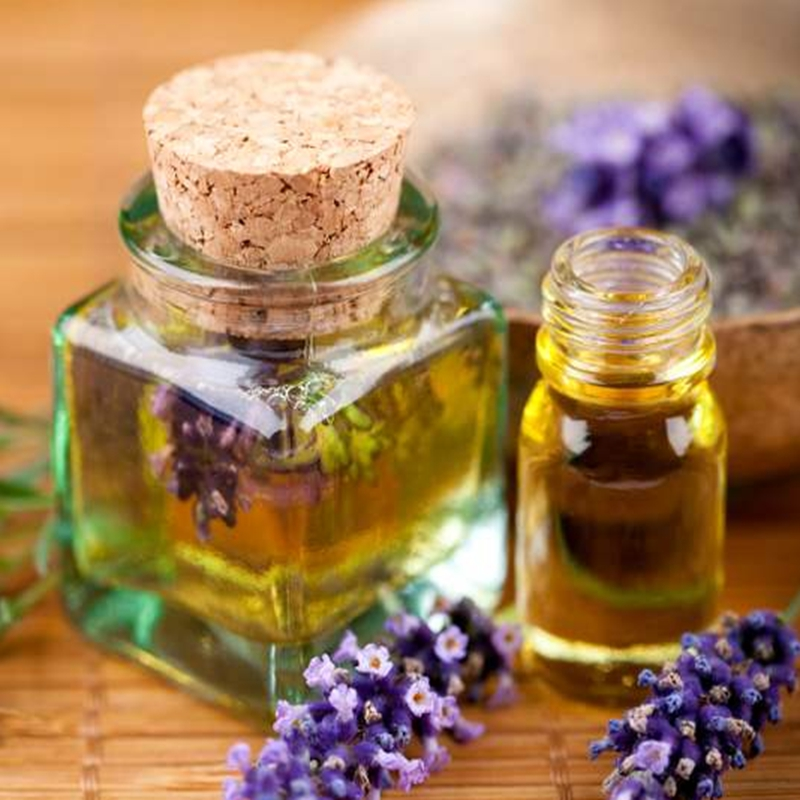 Lavender Essential Oil Can Clean Skin, Control Oil Content, Remove Spot, Whiten, Wrinkle And Tender Skin