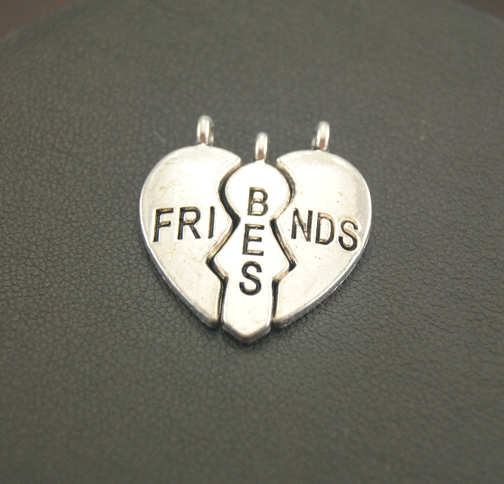 20Pcs Antique Silver Heart Broken Best Friends Charms Finding Jigsaw Puzzle Piece Pendant Necklaces Jewelry 22x24mm A922 image
