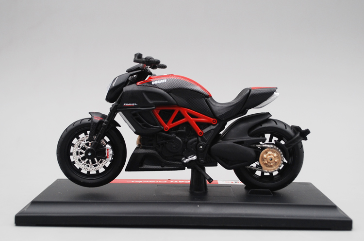 Maisto 1/18 1:18 Scale Ducati Diavel Carbon Motorcycles Motorbikes Diecast Display Models Birthday Gift Toy For Boys Kids