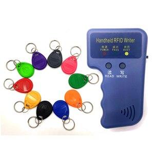 Image 1 - Ручной RFID Дубликатор EM4100 TK4100 125 кГц, записывающее, записывающее, дублирующее устройство, программатор, считыватель + 5 шт. перезаписываемых ID брелоков EM4305 T5577, бирки