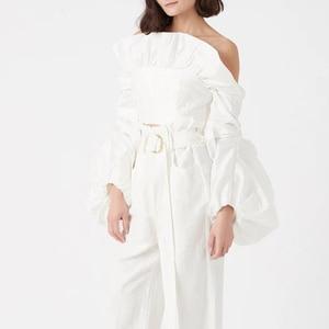 Image 4 - TWOTWINSTYLE dantelli Ruffles bluzlar bayan Slash boyun fener uzun kollu ince kısa gömlek kadın moda giyim 2020 gelgit
