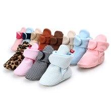 Ботинки для маленьких мальчиков и девочек; хлопковый для новорожденных; мягкие Нескользящие теплые флисовые пинетки теплые носки для зимы; тапочки; обувь для малышей