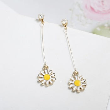Pendientes con tuerca para mujeres Margarita flor redondo largo pendientes joyas para Mujer coreano blanco amarillo Color kpop Metal Aretes De Mujer