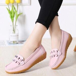 Image 2 - 2020 damskie mokasyny płaskie buty ze skóry naturalnej mieszkania baletowe Slip On kobiece mokasyny Casual Dress buty Peas bardzo szeroki buty