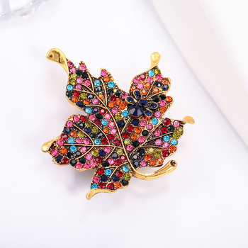 Colorful Rhinestone Maple Leaf Cute Brooch Pin Clothes for Women Wedding Rhinestone Leaves Pins and Broches Metal Badges Brooch charming solid color maple leaf brooch pins for women