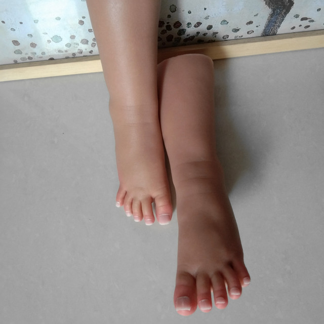 1 pair smallest size young girls foot feet tanning skin toes move cate calf