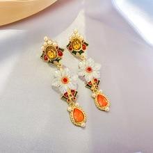 2019 New Elegant Metal Flower Crystal Pendant Long Earrings For Women Simulated Pearl Beads Fashion Drop Pendientes