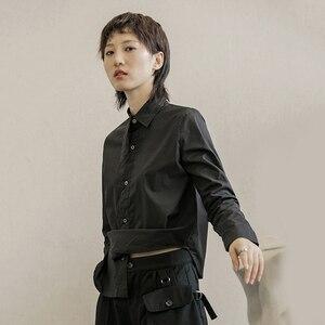 Image 3 - [EAM] 여성 블랙 화이트 불규칙한 분할 공동 블라우스 새로운 옷깃 긴 소매 느슨한 맞는 셔츠 패션 조수 봄 가을 2020 1B205
