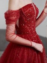 Блестящие темно красные вечерние платья с открытыми плечами