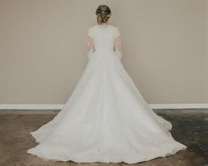 Image 3 - New ARRIVAL A Line เจียมเนื้อเจียมตัวงานแต่งงานชุดยาวภาพลวงตาแขนคอลูกไม้ Tulle ปุ่มกลับ LDS ชุดเจ้าสาวเจียมเนื้อเจียมตัว