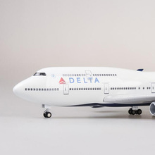 цена на 47CM 1/150 Scale Airplane Boeing B747 Aircraft DELTA Airline Model W Light and Wheel Diecast Plastic Resin Plane For Collections