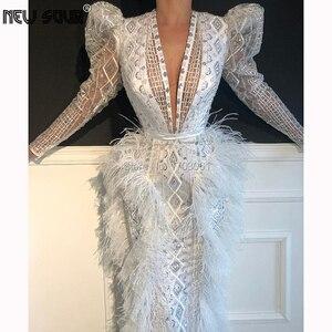 Image 2 - Bianco Che Borda Paillettes Abiti Da Sera Lunghi 2020 Moda Con Scollo A V Vestito Da Promenade Per Dubai Arabo Robe De Soiree Piume Abiti