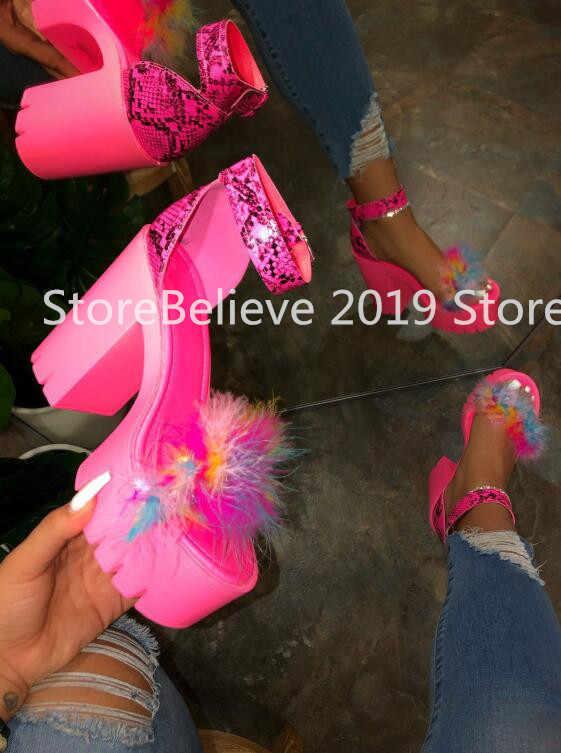 İlkbahar/yaz 2020 plaj sandaletleri bayanlar ziyafet yeni kadın kürk kauçuk yüksek topuk platform sandaletler açık eğlence toka terlik