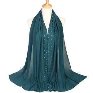 Image 3 - 2020 חדש קיץ מוסלמי מוצק צבע רגיל קפלים פרל חרוזים שיפון חיג אב צעיף נשים קמטים להתקמט ג רזי צעיפים לנשים
