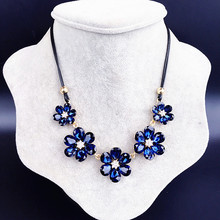 New Crystal Flower Pendant Necklace Womens Short Simple Clavicle Chain Fashion Jewelry