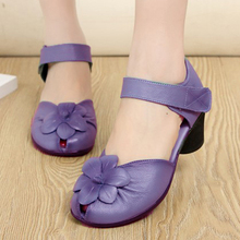 2020 New Arrival in Velcro Heels Women Genuine Leather Pumps Sweet Flower Fashion Ladies Shoes new arrival women italian african party pumps shoes and bag set decorated with rhinestone matching shoes and bag set in heels