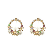 цена на 2018 New Summer Elegant Big Circle Flower Stud Earrings For Women Fashion Simulated Pearl Rhinestone Earring Boucle D'oreille