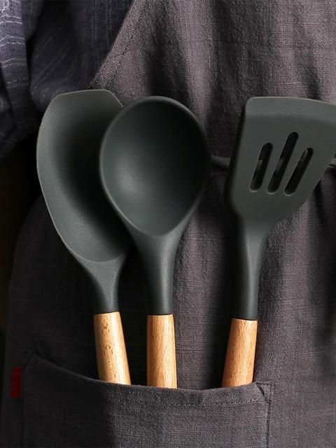 1 Pçs/set Concha de Silicone Utensílios De Cozinha Acessórios de cozinha Conjunto Ferramenta Egg Beaters Pá Cozinhar Não-stick Punho De Madeira Espátula 5