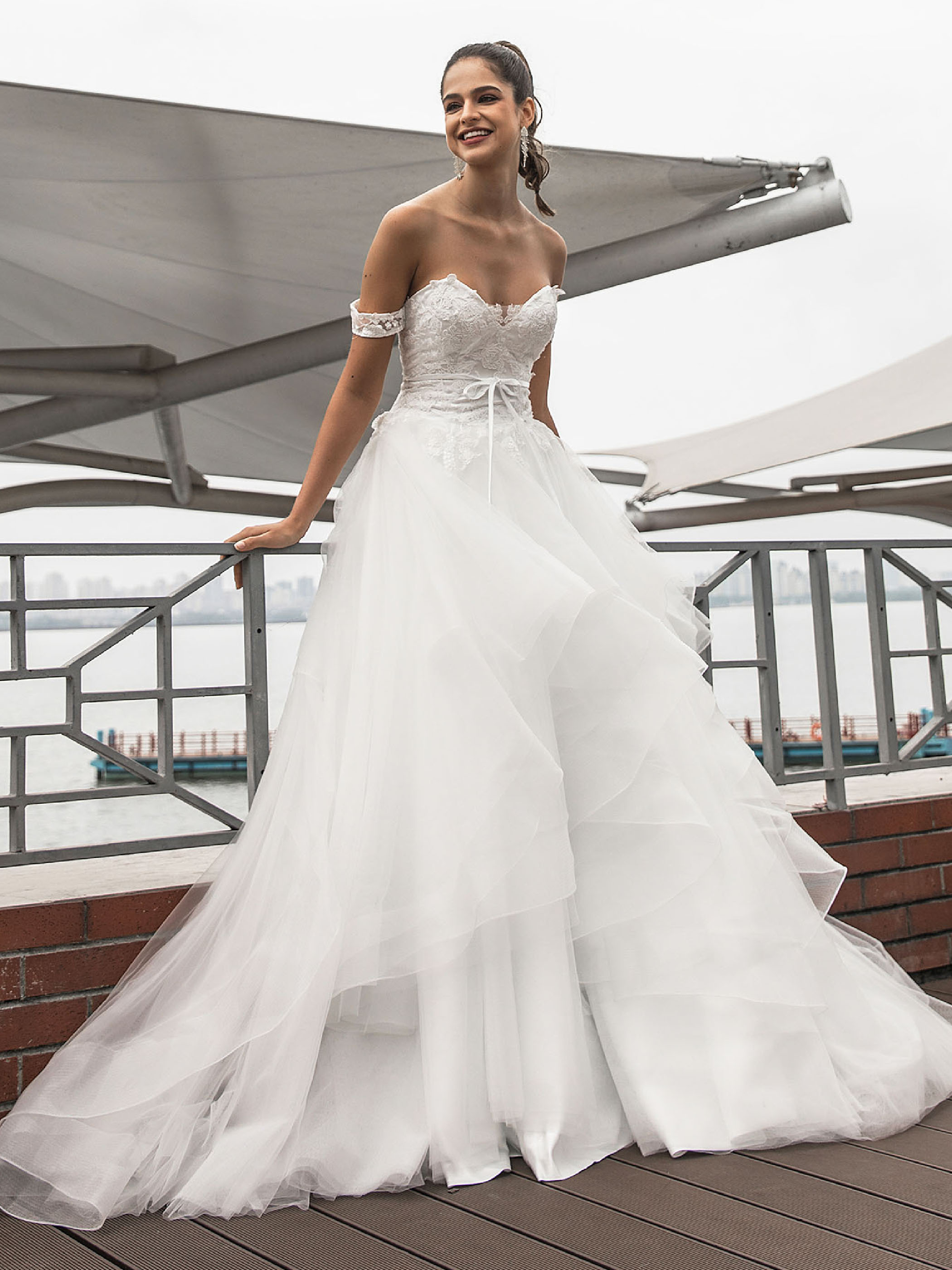 Dressv Elegant Wedding Dress Off The Shoulder With Sweep Train Ball Gown Sleeveless Appliques Outdoor&church Wedding Dresses