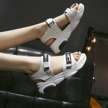 Kobiece platformy 2021 letnie nowe damskie sandały Peep Toe płaskie rzymskie sandały damskie wygodne obuwie Sandles platformowe buty tanie tanio lucdust Siateczka (przepuszczająca powietrze) CN (pochodzenie) Mieszkanie (≤1cm) 0-3 cm Na co dzień podstawowe Płaskie z