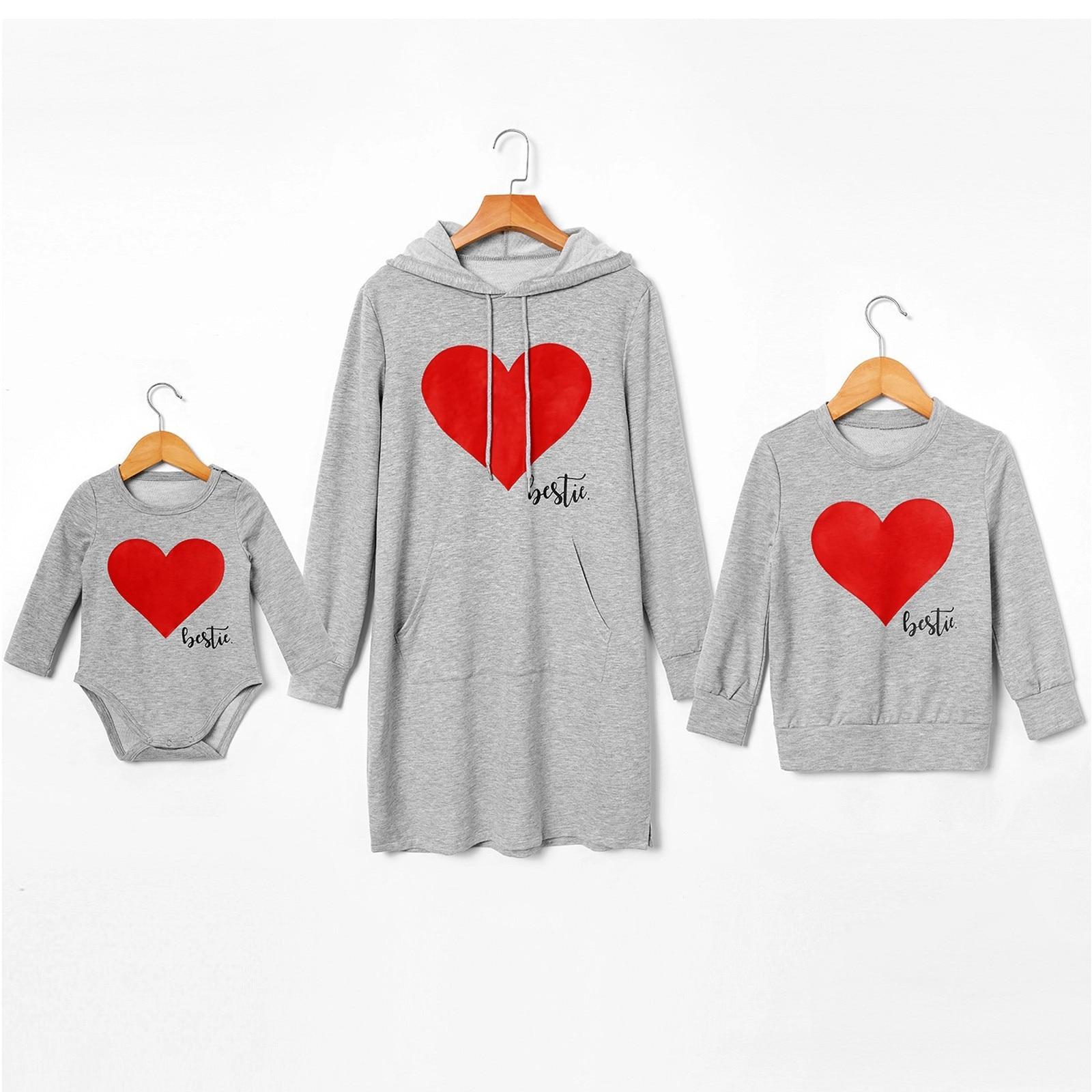 Noël 2020 hiver famille correspondant vêtements coeur imprimer à manches longues Parent enfant costume décontracté haut imprimer barboteuse combinaison tenue