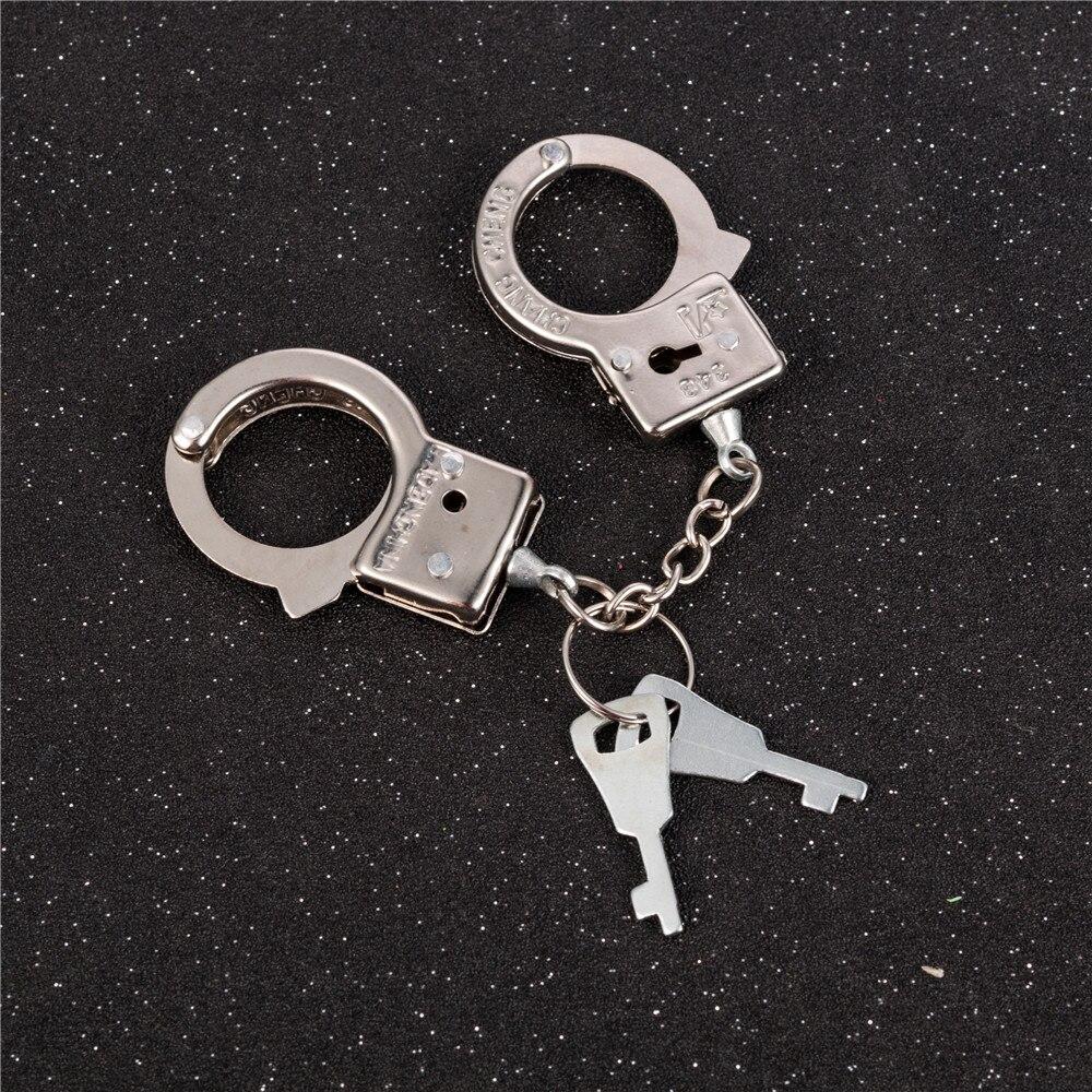 Забавные аксессуары, металлический брелок, лидер продаж, новый дизайн, держатель для ключей из сплава, имитация наручников, модель брелка для мужчин, лучший подарок