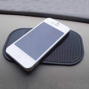 Image 2 - 1PC 13.8x7.8cm voiture tableau de bord tapis collant Gel de silice forte aspiration support pour ipad anti dérapant tapis pour téléphone portable voiture accessoires chaude