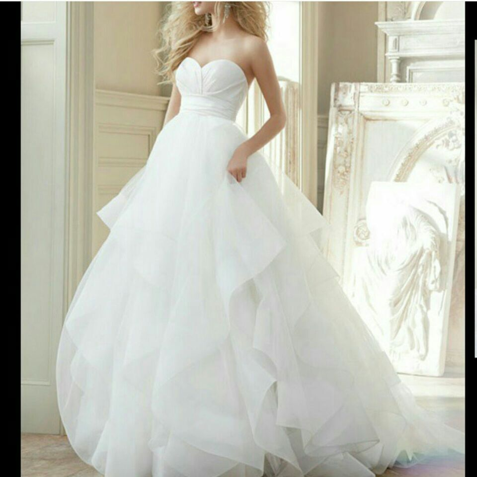 2016 A-line Wedding Dresses Strapless Tiered Tulle Pleats Sweep Train Bridal Gowns