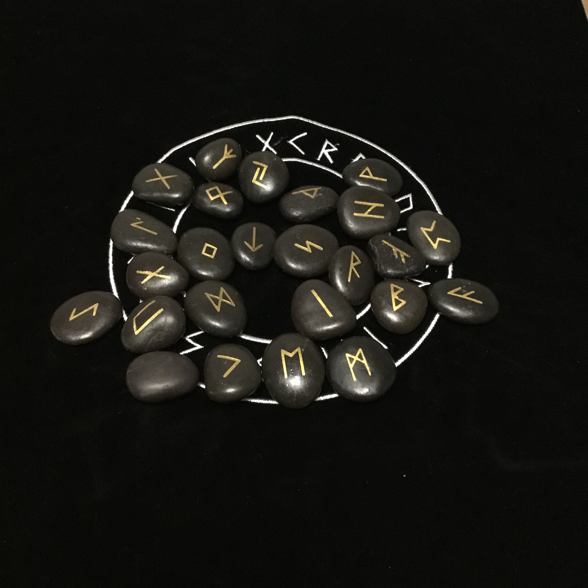 25pcs/set Engraved Riverstones Viking Rune Stones Set Carved Black Lettering Board Game Divination Astrology Altar Amulet Sign