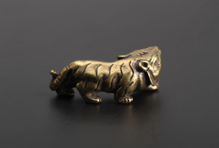 tiger figurines (10)
