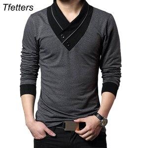 Image 1 - TFETTERS מותג סתיו אופנה גברים חולצה חולצה גברים טלאי V צוואר ארוך שרוול Slim Fit חולצה כותנה בתוספת גודל 4XL