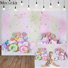 מתוק סוכריות ילדים יום הולדת עוגת לרסק תפאורות סופגניות סוכרייה על מקל ילד דיוקן רקע קרח קרם גרפיטי קיר תמונה סטודיו