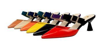 Letnie damskie buty kobiety muły kapcie patena skórzane rzym dziwne niskie obcas sandały szpiczasty nosek klamra slajdy damskie buty 2020