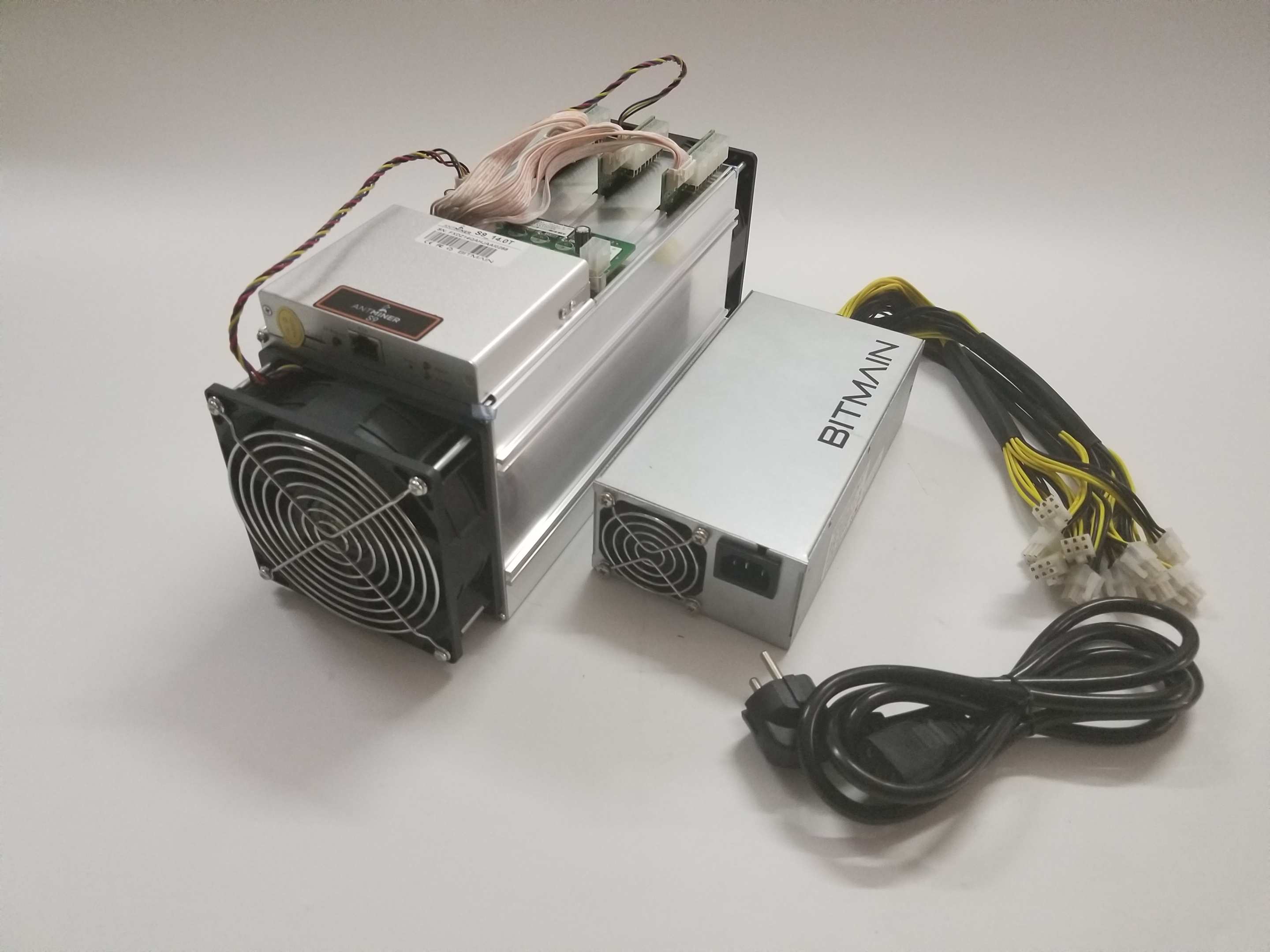 Ship in 24 hours Used AntMiner S9 14TH/S WITH PSU Bitcoin BCH BTC Miner Better Than S9 13.5T 14T S9j 14.5T S9 SE S11 S15 S17 5