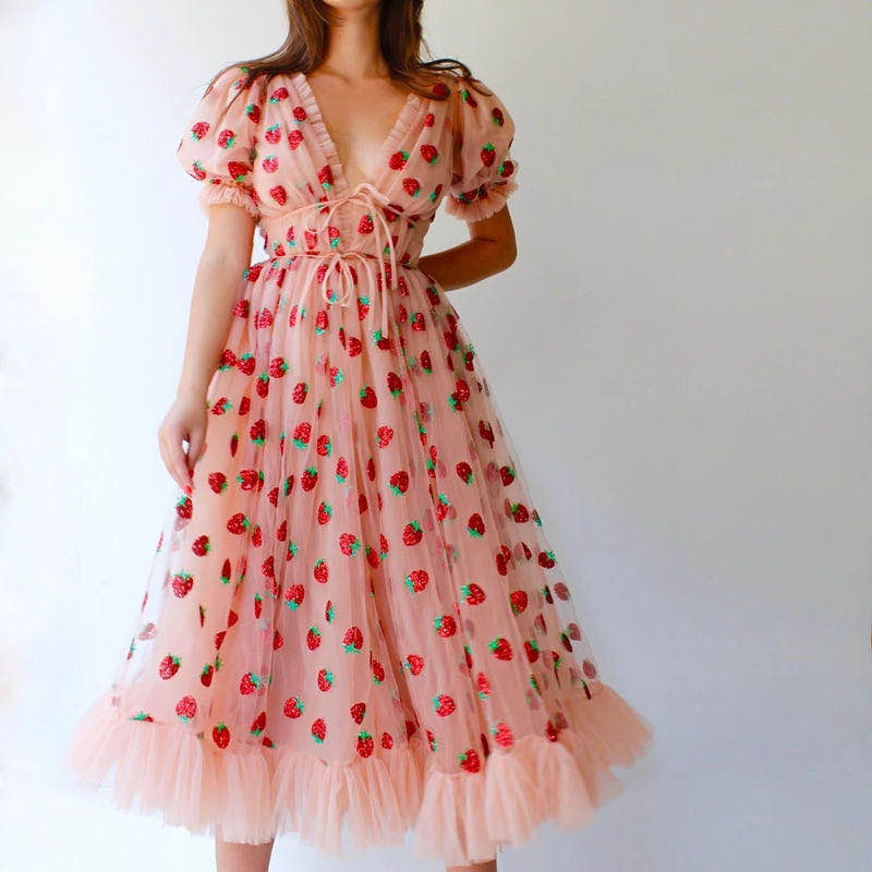 Strawberry Dress French Style Mesh Strap Pleated Dress Sexy V Neck Puff Sleeve Dress Patchwork Lace Up Party Dresses