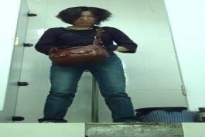 【廁所偷拍】商場廁拍 愛漂亮的妹子