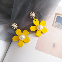 Japanese and Korean Temperament Female Daily Wear Wooden Yellow Flower Earrings Simple Pearl