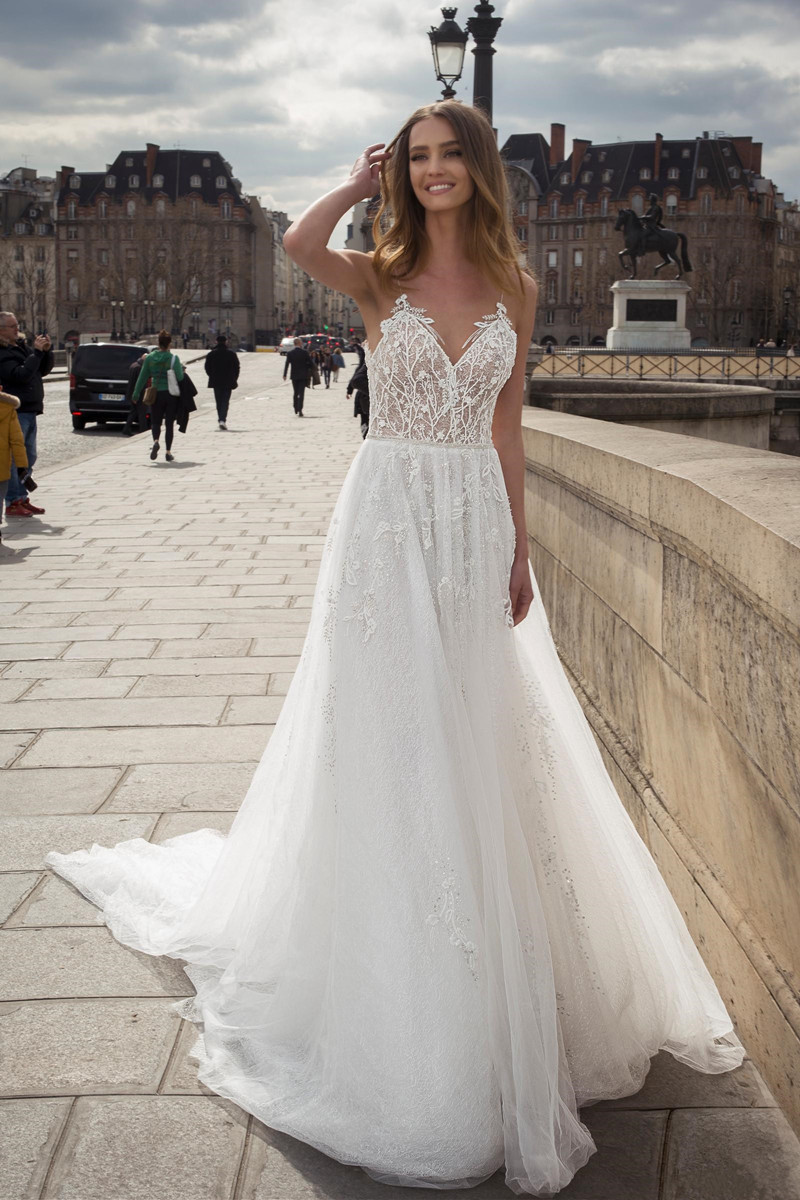 bohemian-2019-backless-wedding-dresses-sexy-spaghetti-neck-lace-appliqued-beads-flowing-flare-beach-bridal-wedding-gowns (2)