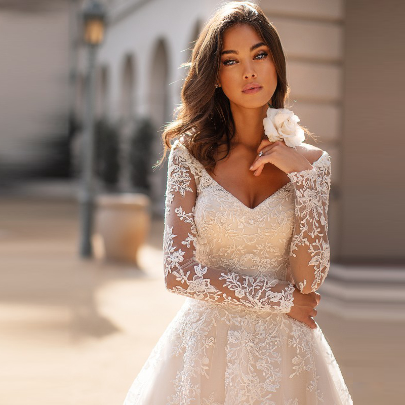 Gorgeous Princess Lace Long Sleeve Wedding Gowns for Bride Sexy Plunge V Neckline Bridal Dresses Illusion Back Appliqued 2020
