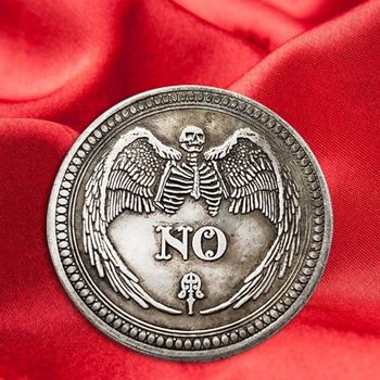 Tak lub nie czaszka pamiątkowa moneta pamiątkowe wyzwanie monety kolekcjonerskie kolekcja rzemiosło artystyczne tanie i dobre opinie Metal Retro i nostalgiczne stare meble